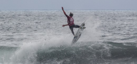 Shane Sykes displays his air game on the way to a spot in the last eight in the U18 boys' Main Event at the  VSSLA ISA World Junior Surfing Championship in Oceanside, California. Photo: ISA / Chris Grant