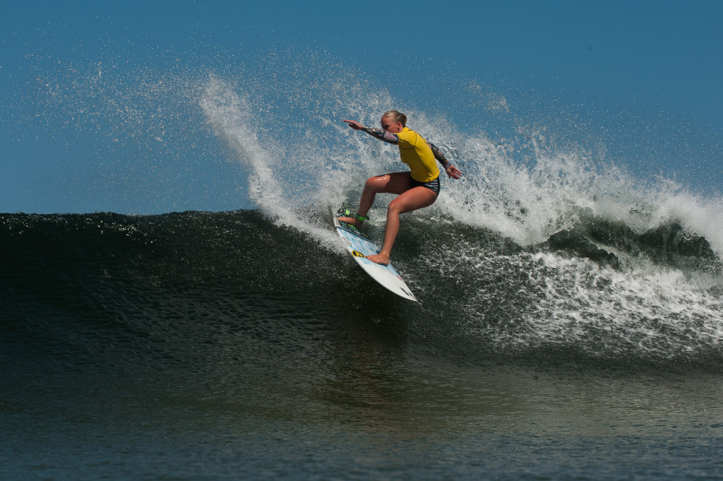 Crystal Hulett of the Seal Point Boardriders Surf Club in action : Photo Kody Mc Gregor