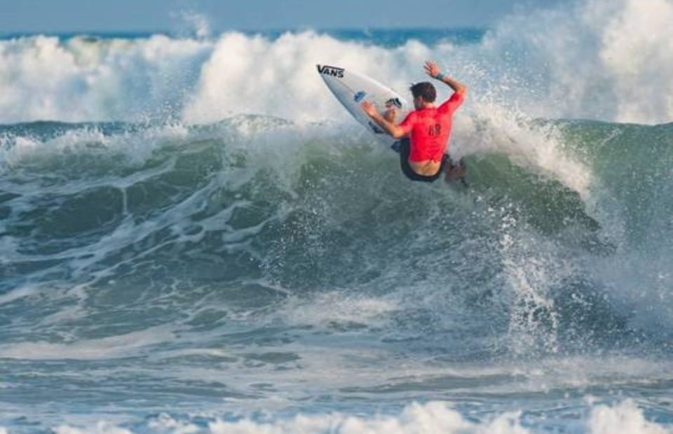 Beyrick de Vries Tames Typhoon Swell on Opening Day of ISA World Surfing Games in Japan